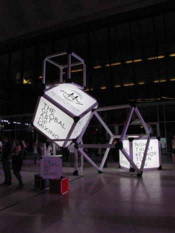 Sảnh Trung tâm Hội nghị Quốc gia với mô hình sắp đặt chủ đề H-artistry 2012