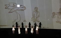 Những bức hình vẽ lại câu chuyện loài tê giác bị săn bắn, lấy sừng và đưa về Việt Nam tiêu thụ. Hiện nay loài tê giác tại Việt Nam đã bị tuyệt chủng.