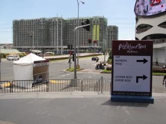 Khu vực đổi thẻ ra vào được bố trí xung quanh MOA Arena