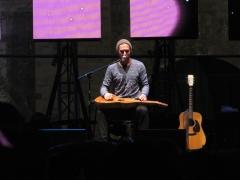 Thomas Oliver và cây guitar Weissenborn