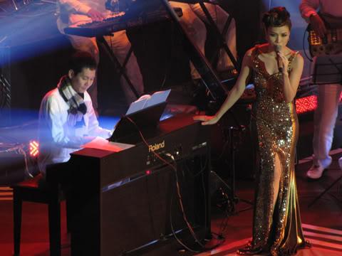 Mỹ Tâm và nhạc sĩ Hoài Sa trong live show Melodies of Time