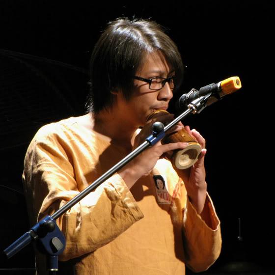 Nghệ sĩ Đức Minh trong live show Vui Thêm của Lê Cát Trọng Lý