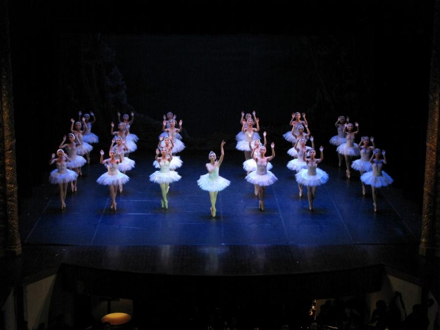 Vở ballet Hồ Thiên Nga do Nhà hát Nhạc vũ kịch Việt Nam dàn dựng
